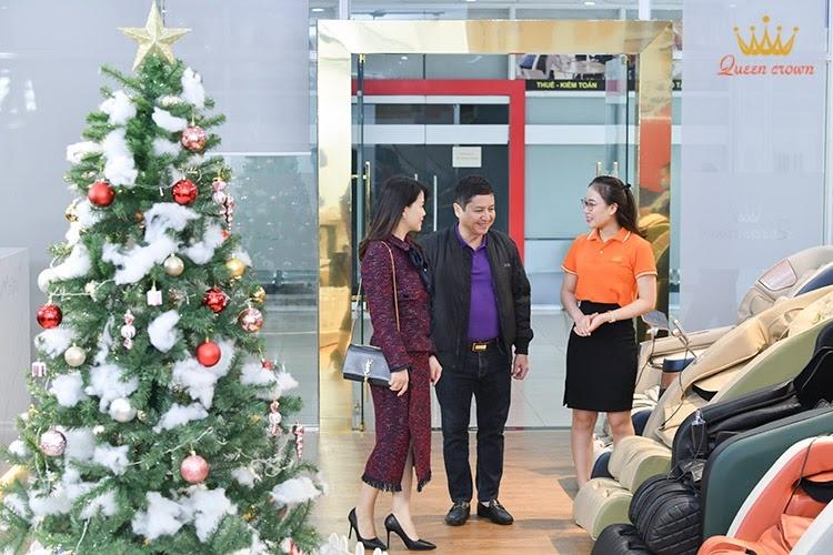 Queen Crown nồng nhiệt đón tiếp NSƯT Chí Trung và vợ ghé thăm