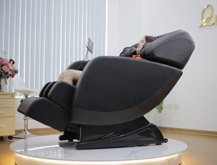 Ghế massage Queen Crown QC SL11 trang bị hệ thống con lăn 4D SL thông minh